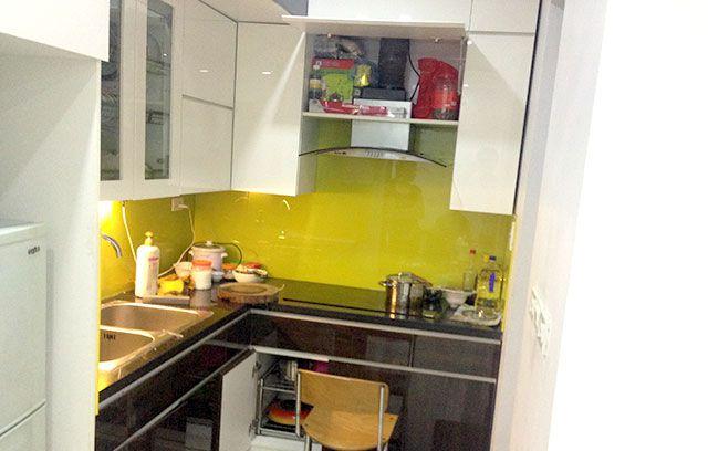 Mẫu kính màu ốp bếp màu vàng chanh tại quận 5