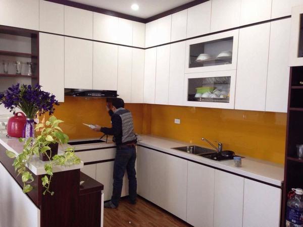 kính ốp bếp màu vàng thư