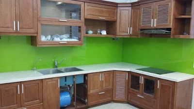 Lắp đặt kính màu ốp bếp màu xanh lá