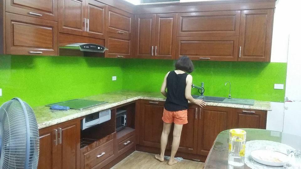 Thi công kính màu ốp bếp màu xanh tại quận thủ đức