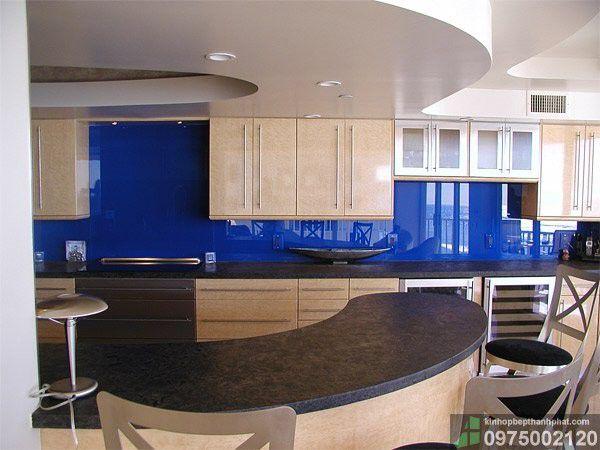 kinh màu ốp bếp màu xanh dương