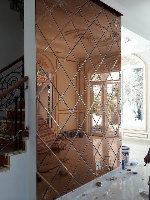 Kính thủy trang trí mặt bên cầu thang