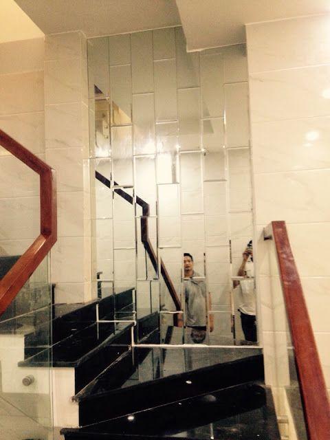 Gương ghép ốp tường trang trí cầu thang thi công tại quận 12