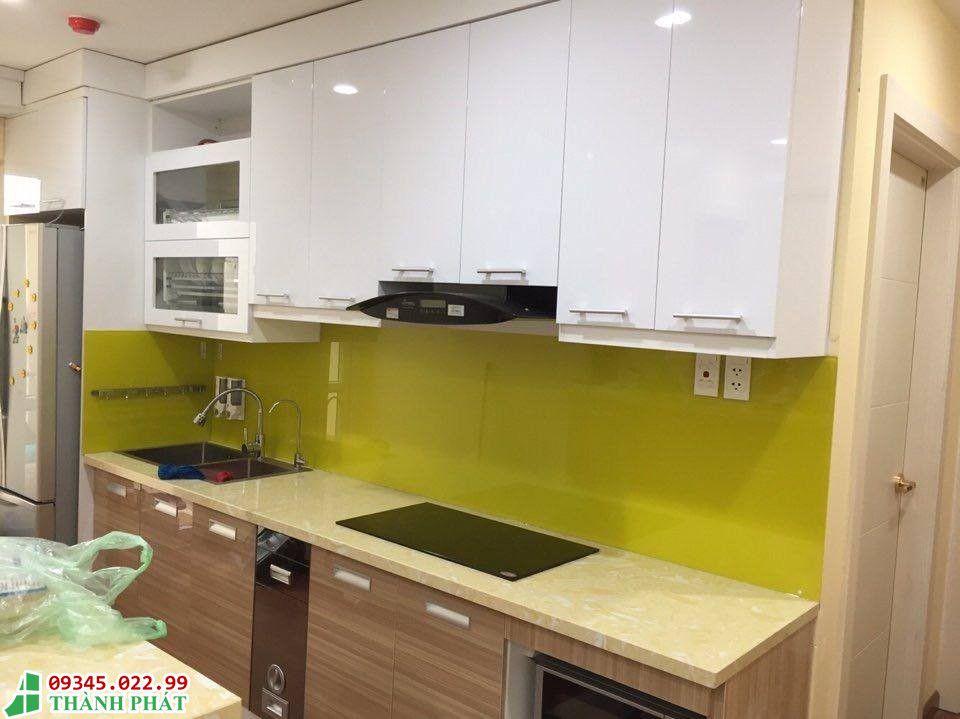 Mẫu kính cường lực màu vàng cho căn bếp