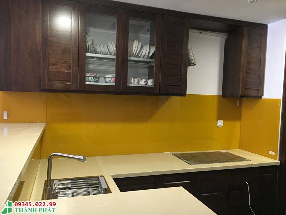 Kính bếp sơn màu vàng thư