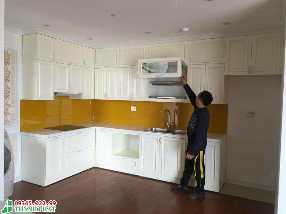 Kính bếp sơn màu vàng thư đẹp