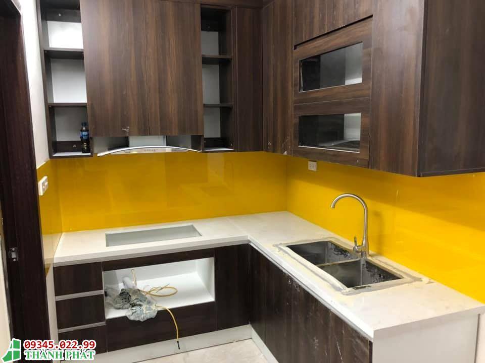 Kính ốp bếp màu vàng đẹp