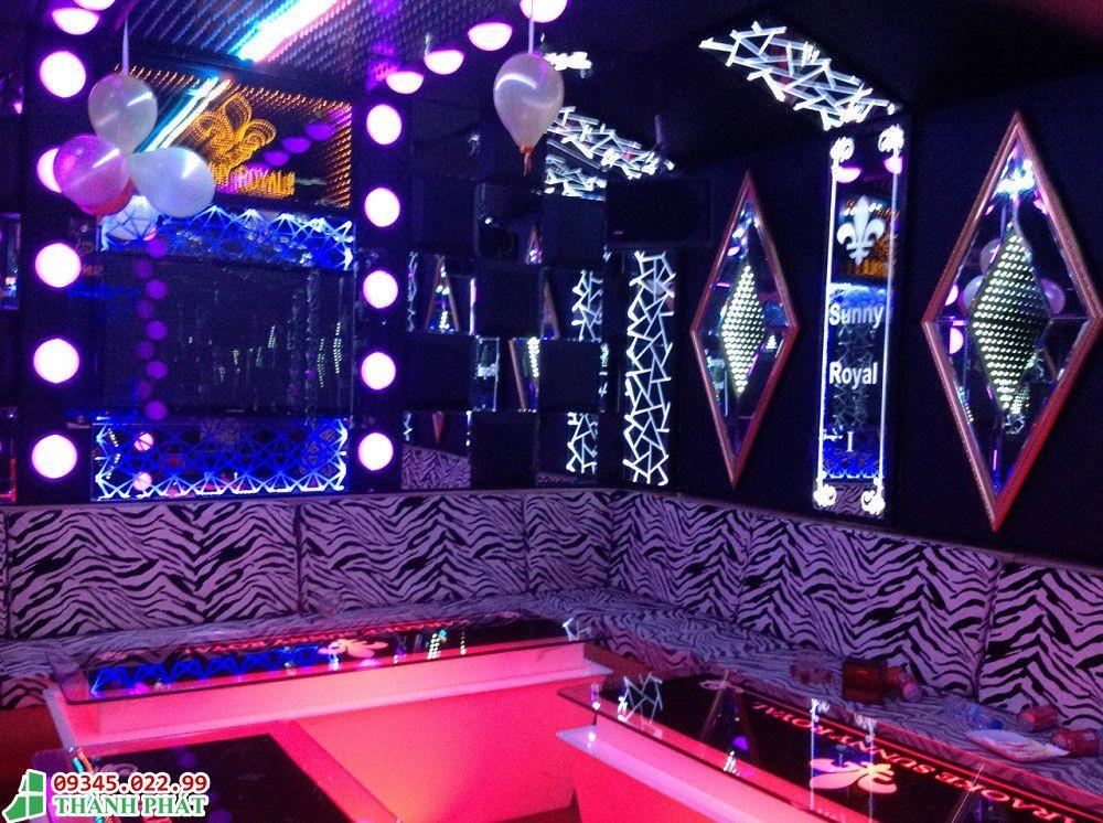 Gương trang trí phòng karaoke