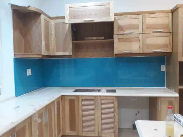 Kính màu ốp bếp màu xanh dương