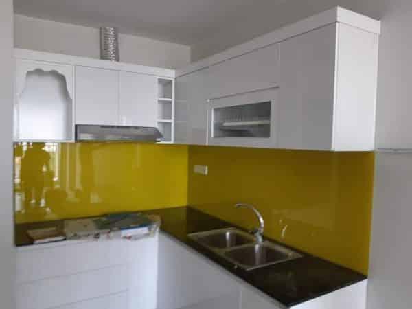 Kính màu ốp bếp màu vàng