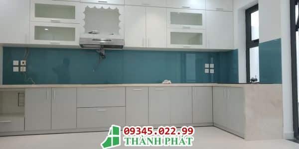 kính bếp màu xanh đậm