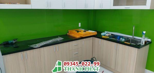 kính bếp màu xanh lá cây