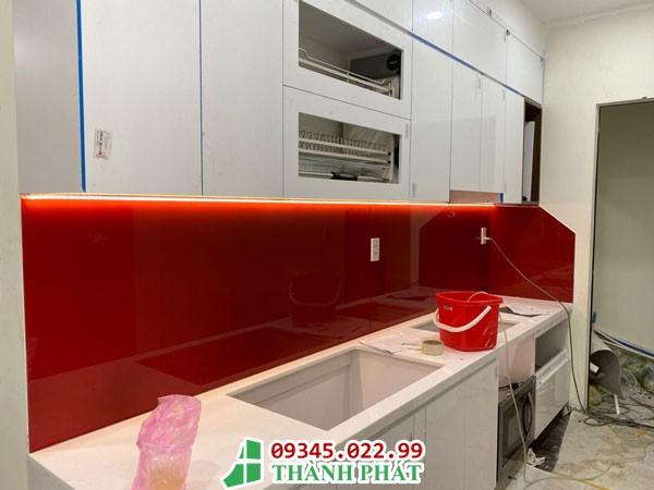 kính bếp màu đỏ