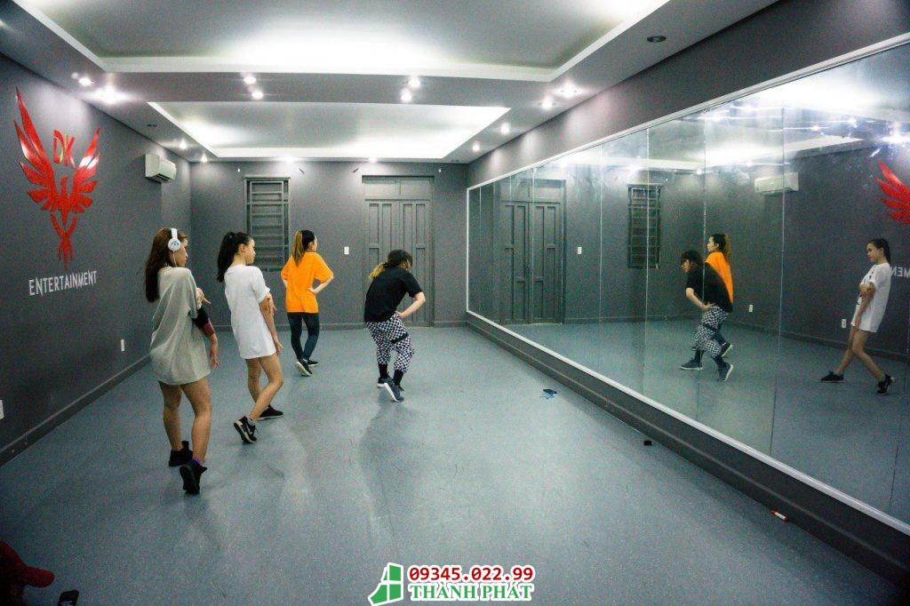 gương phòng tập nhảy